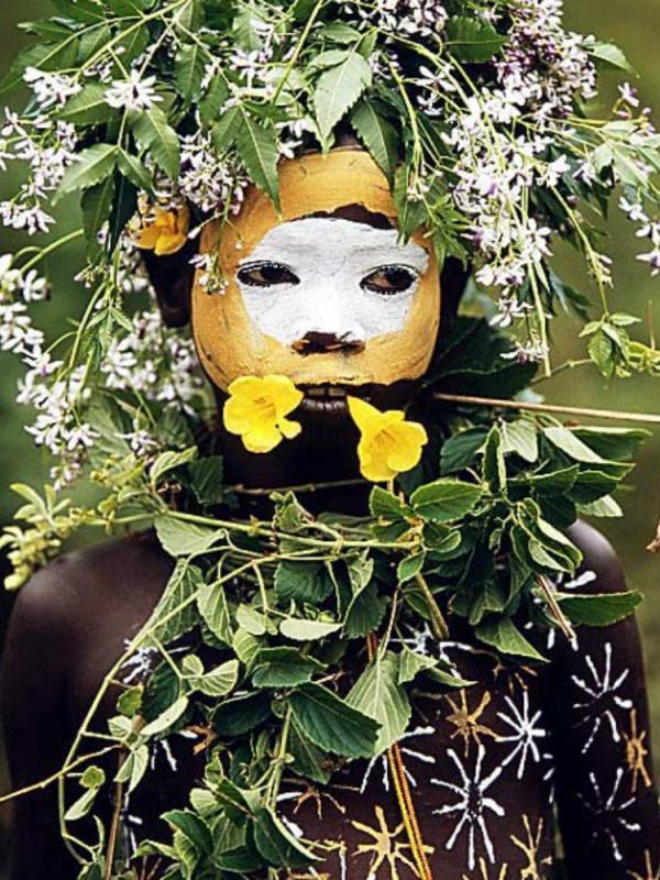 Hans Silvester Surma & Mursi tribe East Africa's Omo Valley Mooiwatplantendoen